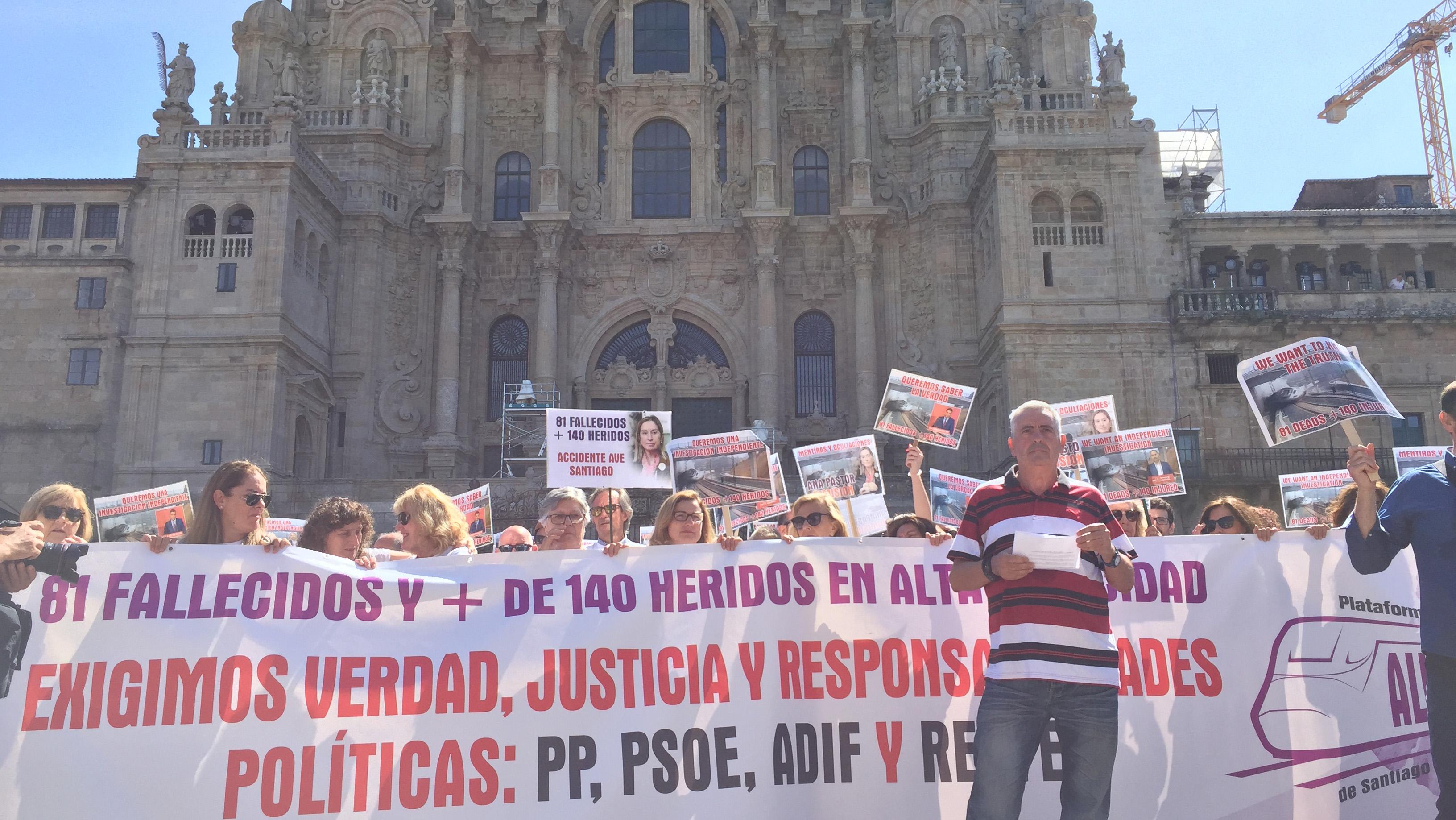 Concentración no Obradoiro das vítimas de Angrois no sexto aniversario do accidente