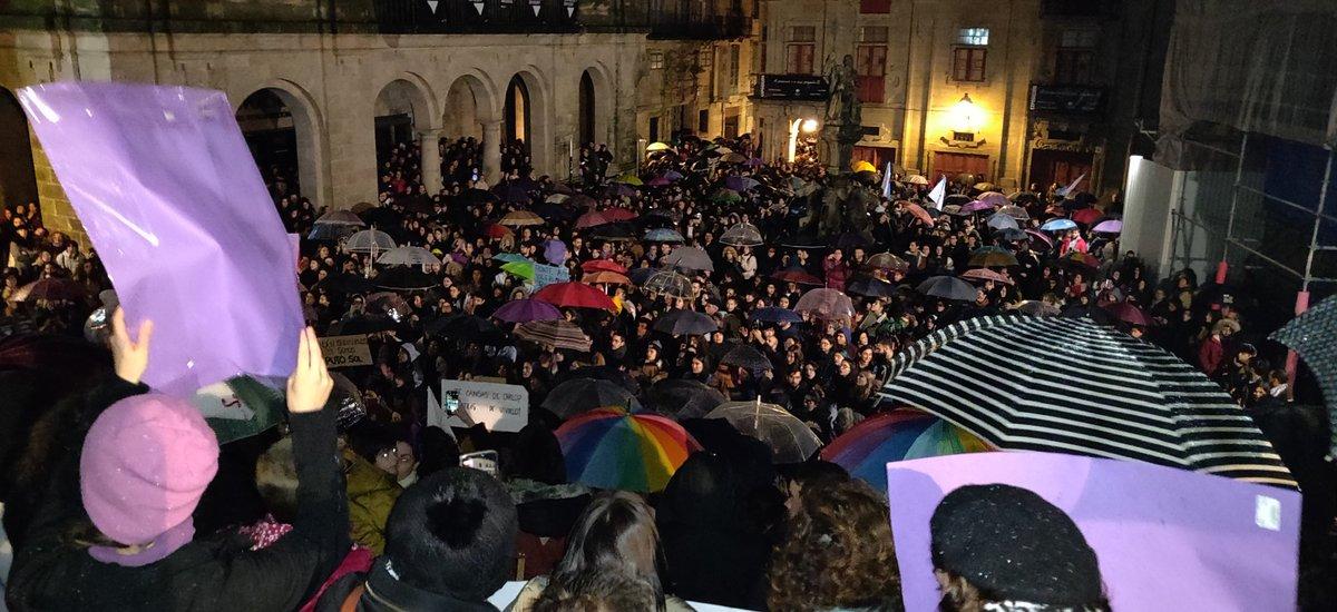 Remate da manifestación contra a violencia machista en Santiago, neste 25N do 2019