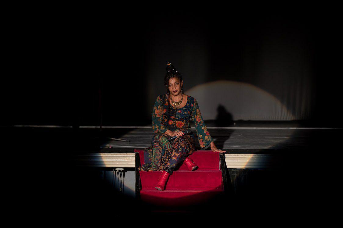 Elisa Lucinda, nun momento da súa actuación no Principal de Santiago
