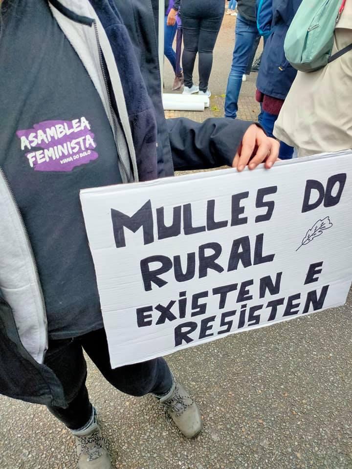 Un dos carteis que se puido ver na manifestación feminista de Verín, o 1 de marzo