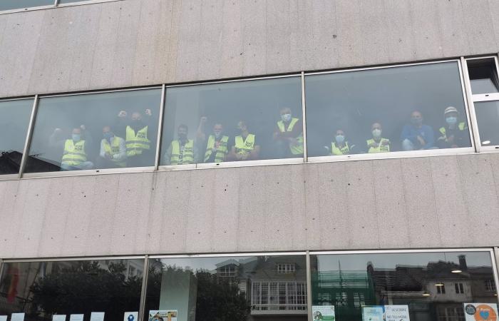 Empregados de Alcoa pecháronse o sábado nos concellos de Xove e Viveiro