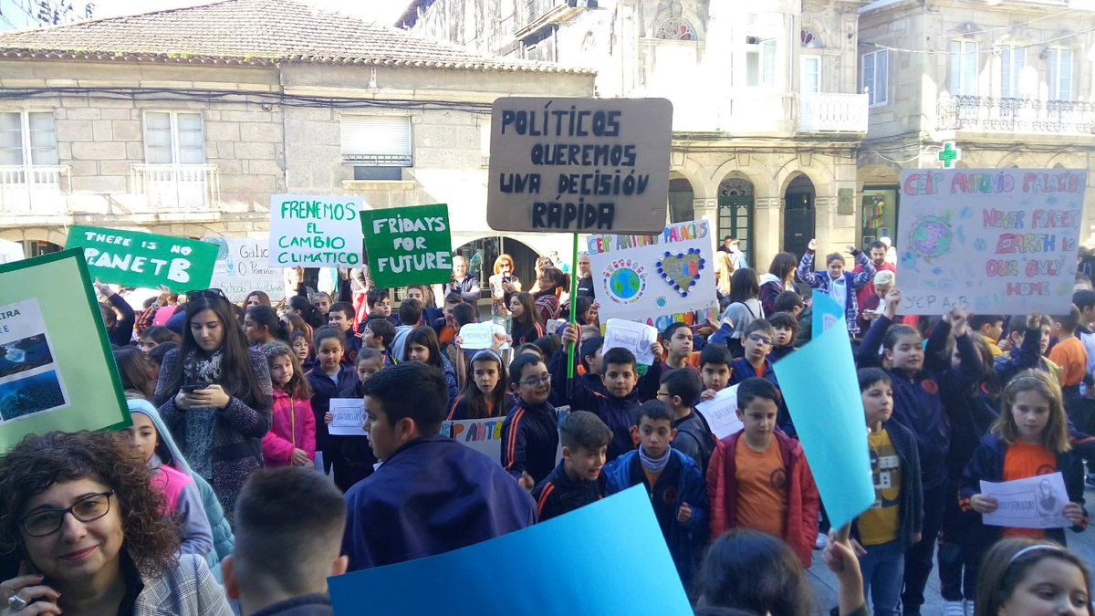 O alumnado dos centros de ensino do Porriño participou activamente na protesta contra o cambio climático