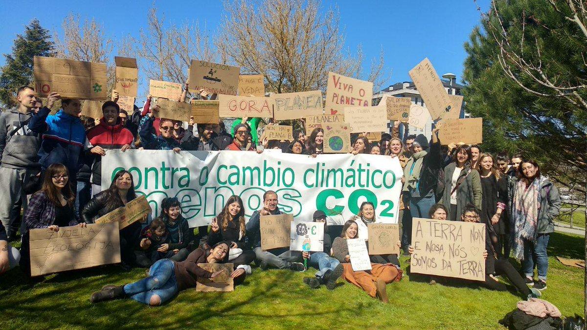 Participantes na 'Marcha polo Clima' que tivo lugar en Ourense