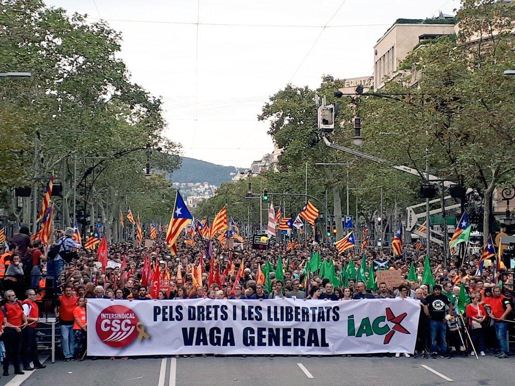 Cabeceira da manifestación na folga catalá do 18O CC BY-SA Òmnium