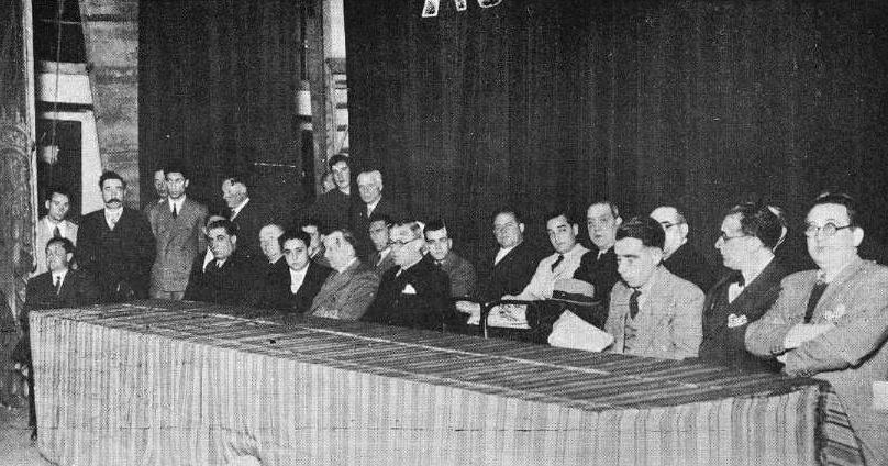 Mitin da campaña a prol do Estatuto organizado polo Frente Popular na Coruña en xuño de 1936, con Castelao -segundo pola dereita- entre os participantes