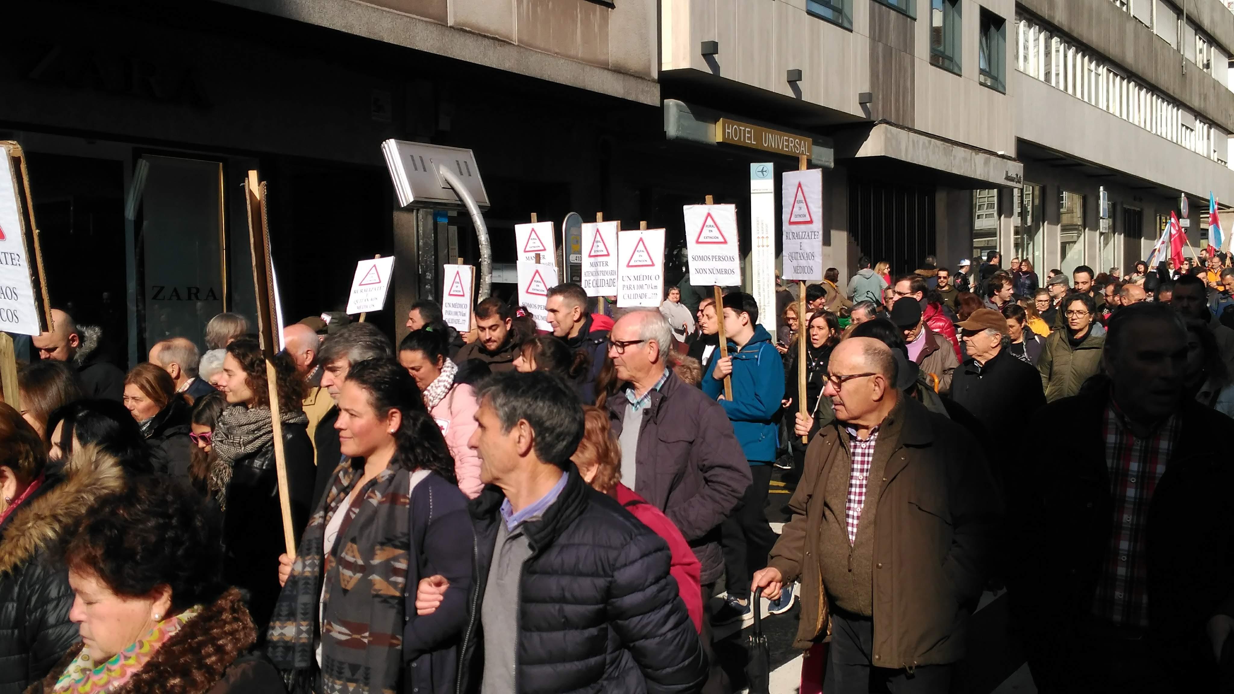 Manifestantes a reclamar garantía de servizos sanitarios no rural
