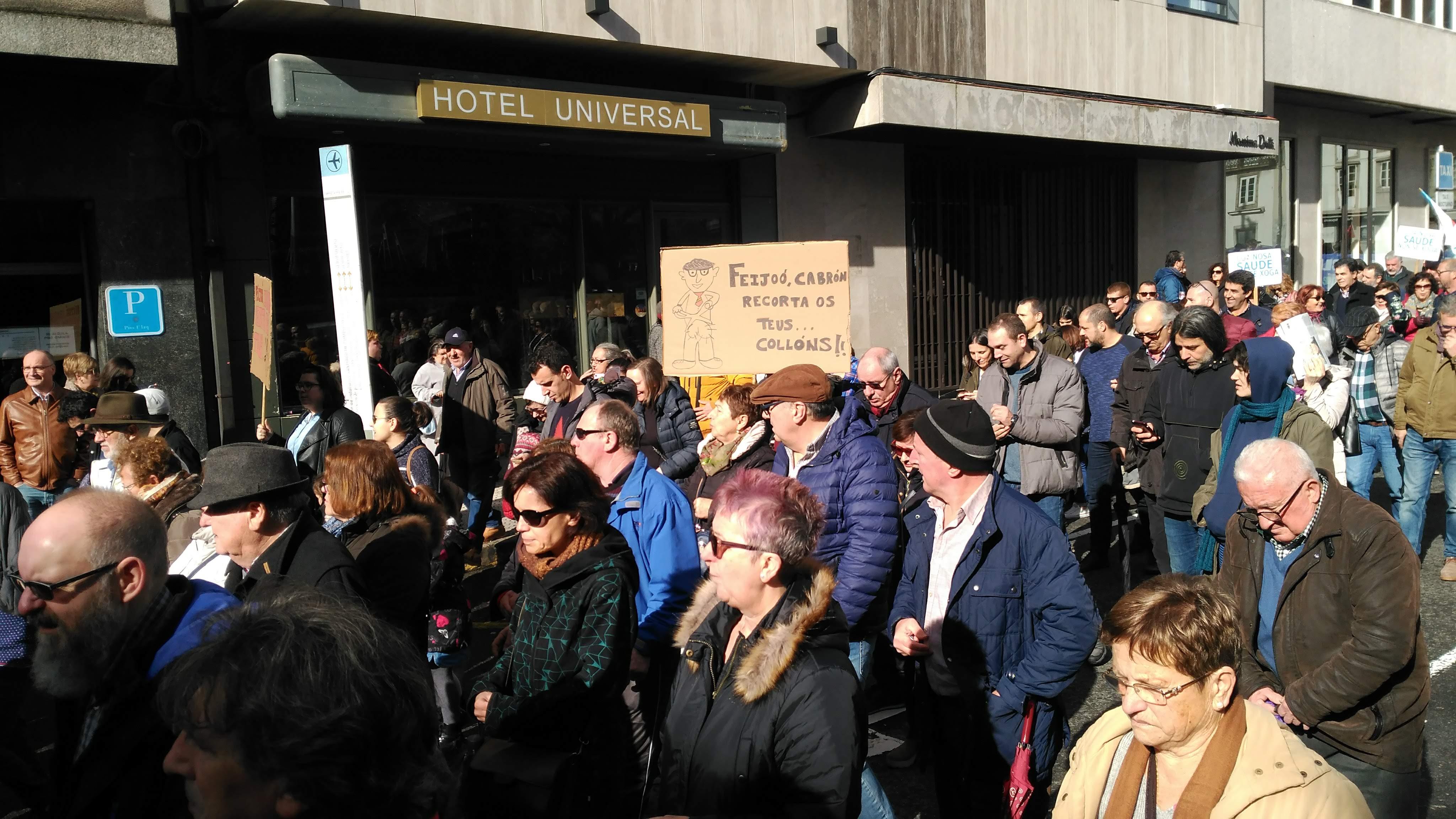 Pancarta contra Feijóo na manifestación pola sanidade pública