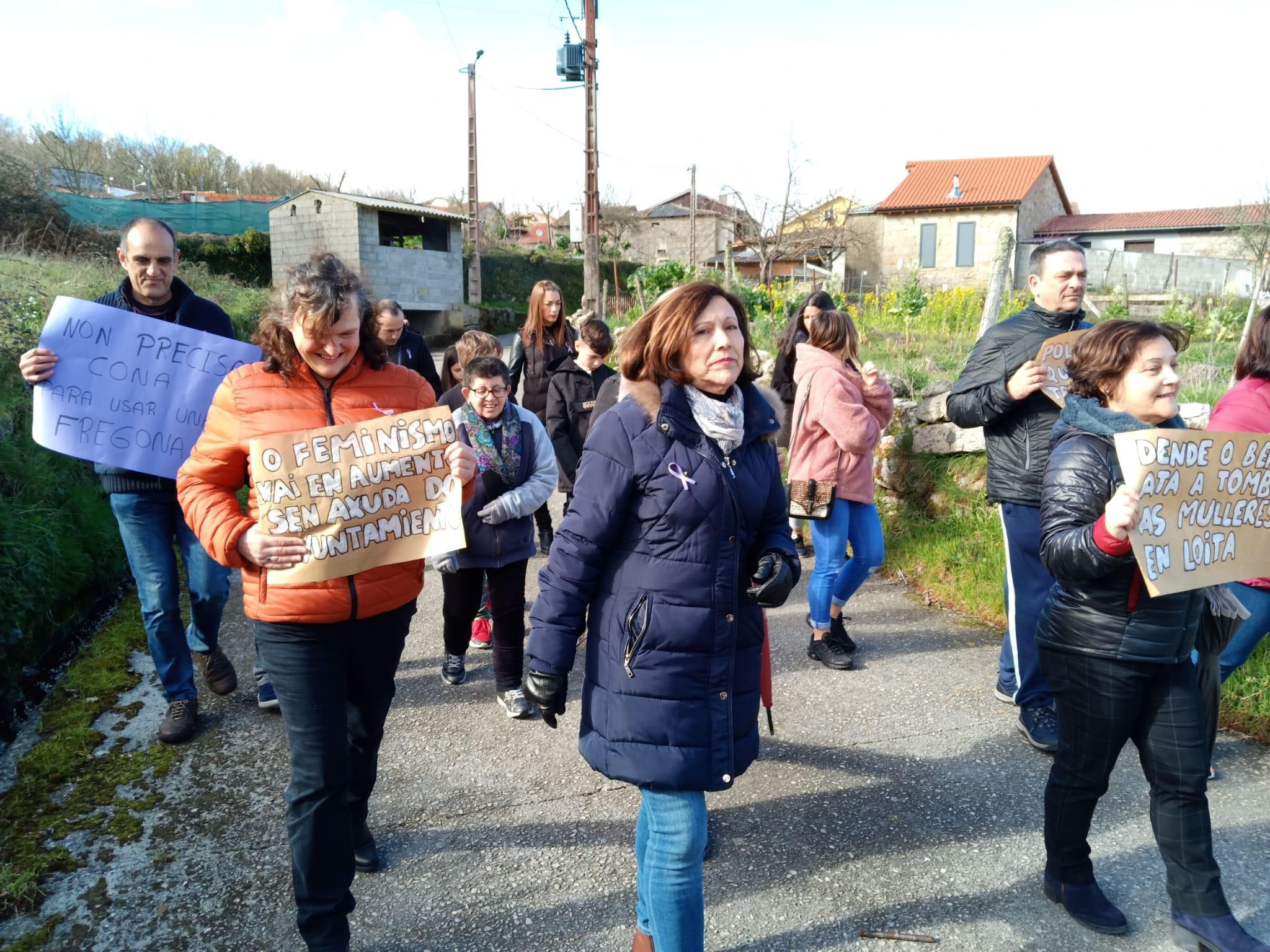 Manifestación feminista na aldea de Loureiro, 8 de marzo do 2020