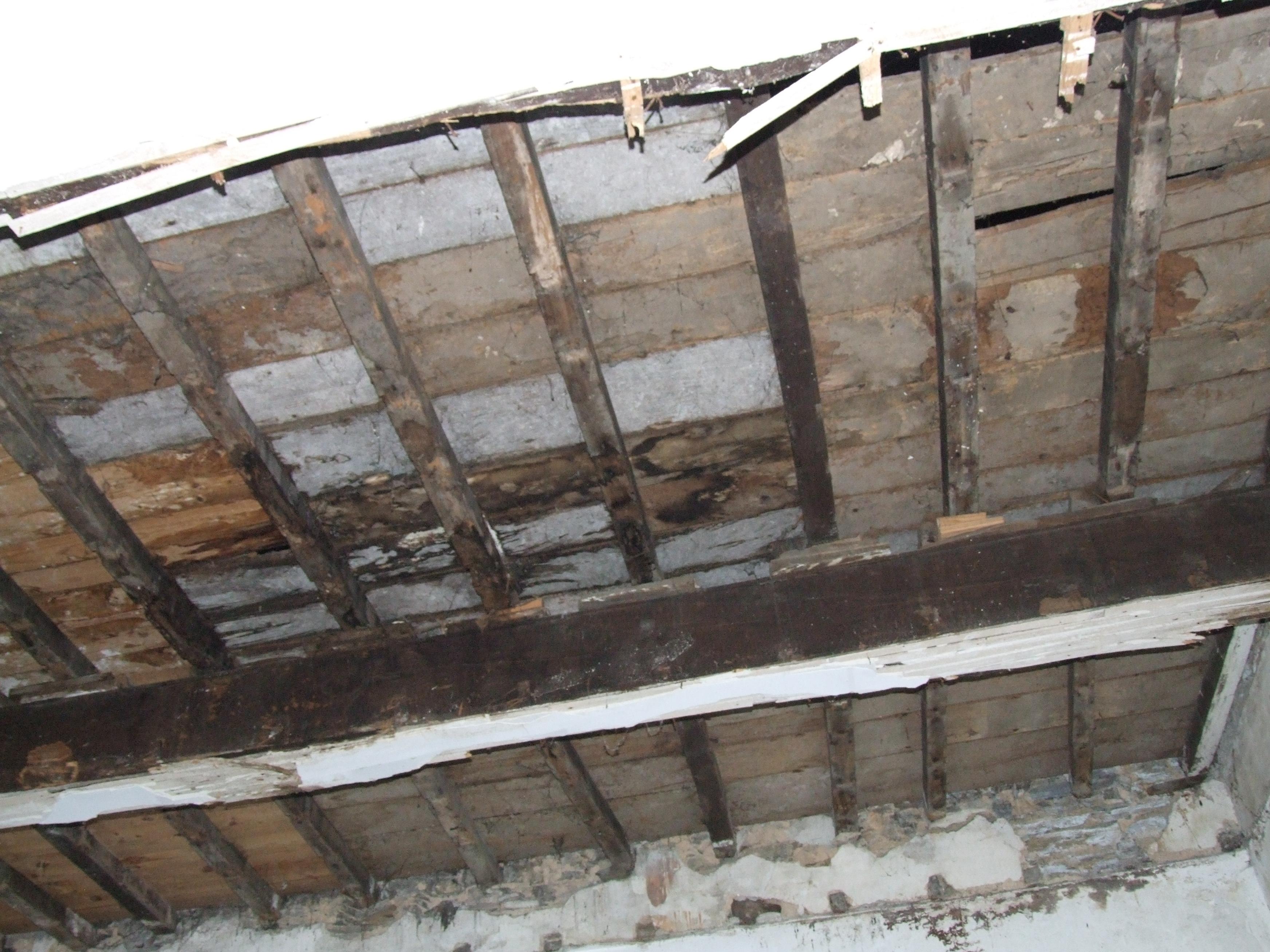Desperfectos nos teitos do Cuartel de San Fernando | Concello de Lugo