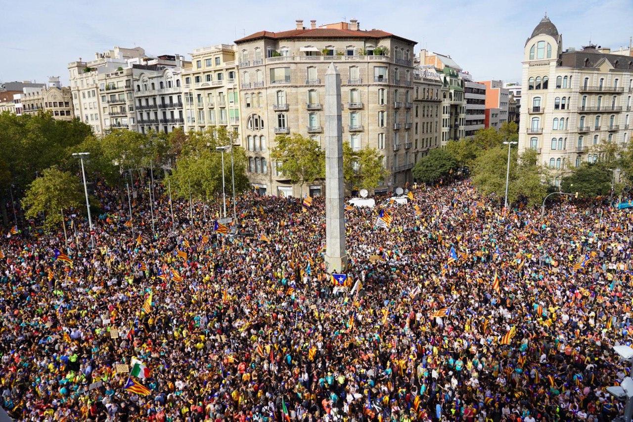Unha das manifestacións en apoio aos líderes independentistas encarcerados, o 18 de outubro de 2019