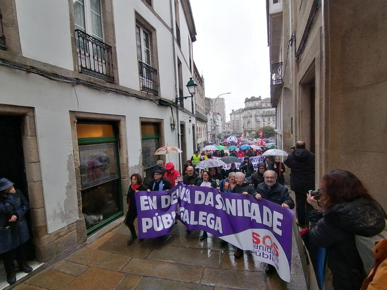 Cabeceira da manifestación pola sanidade pública en Santiago
