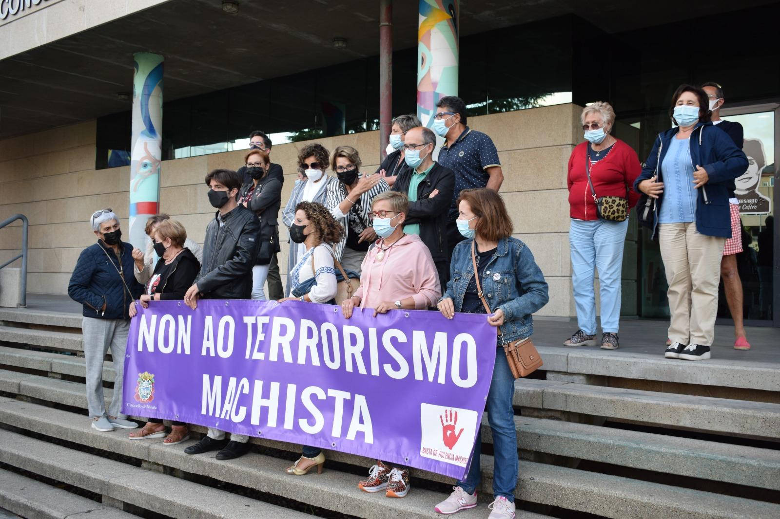 Concentración en noia polo asasinato machista da Coruña (Imaxe: @MMMGaliza)