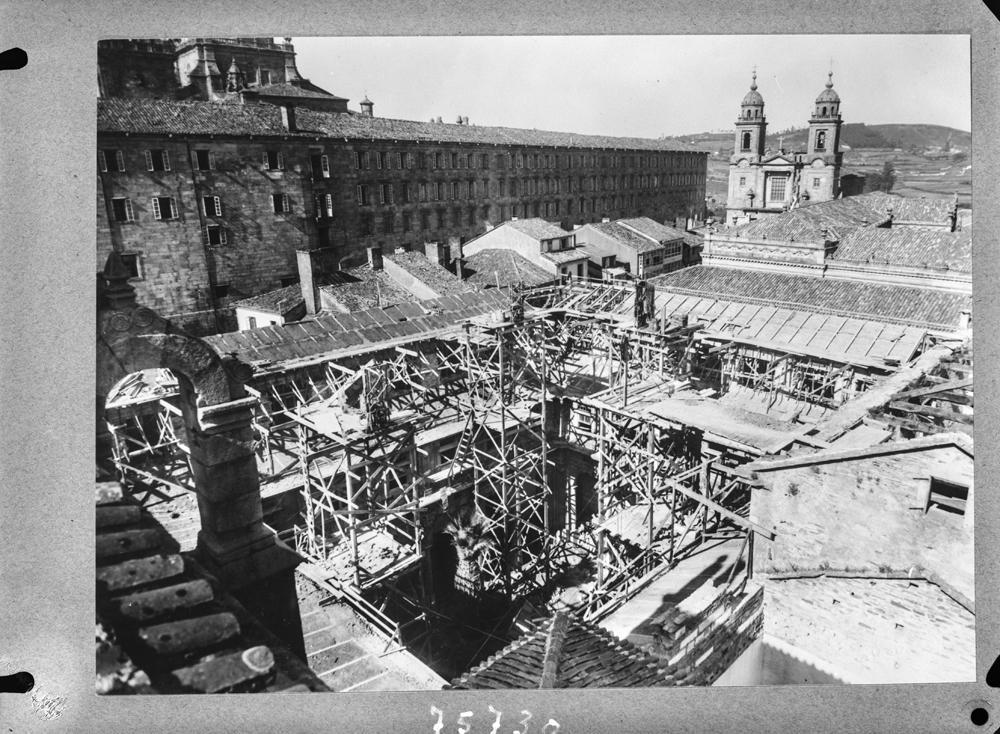 Obras de rehabilitación no Hostal dos Reis Católicos. 1958 Arquivo Pando