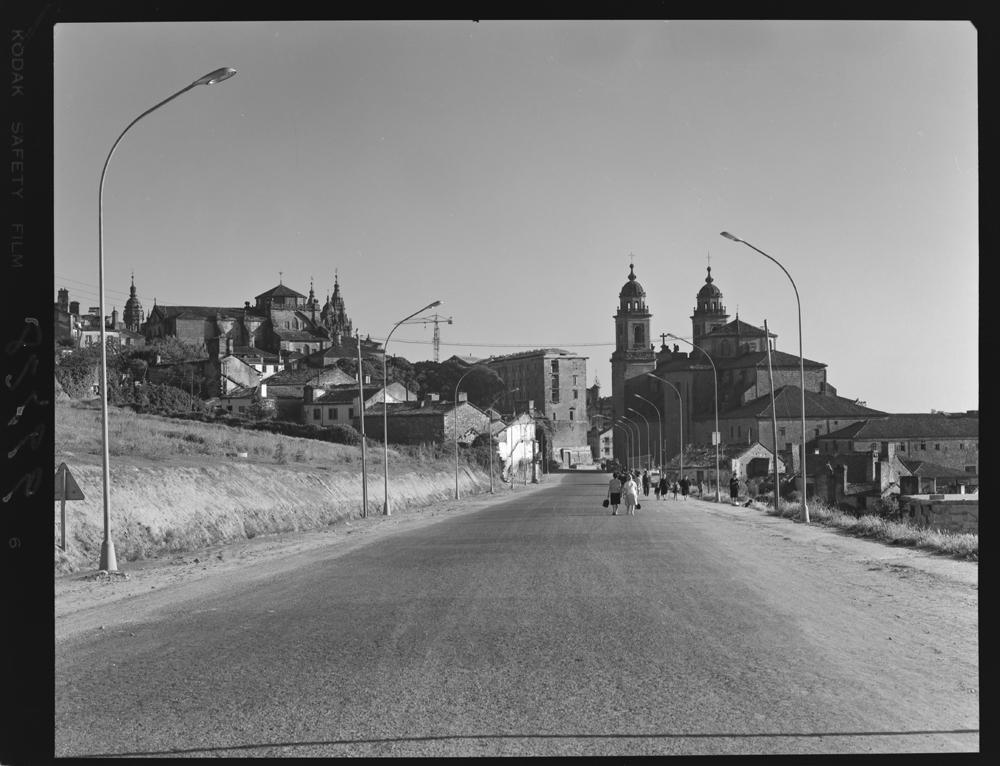Actual rúa de Xoán XXIII en Compostela. Arquivo Pando