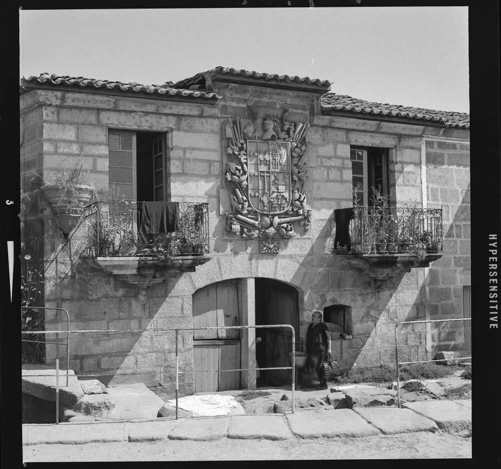 Casa do Escudo, en Verín. 1963. Arquivo Pando