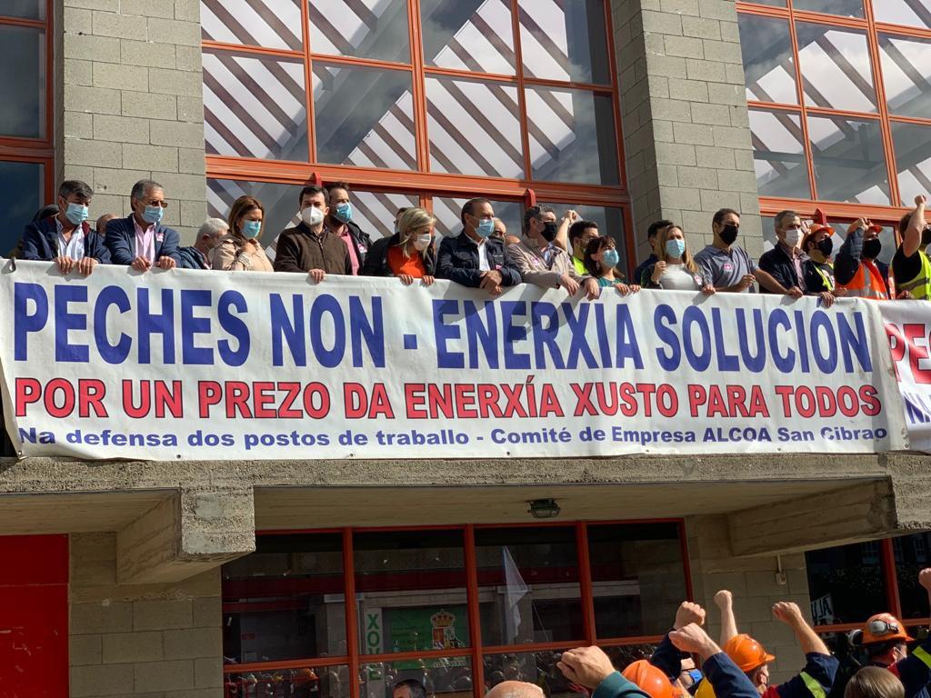 Alcaldes e representantes dos principais partidos políticos participaron na marcha de Xove