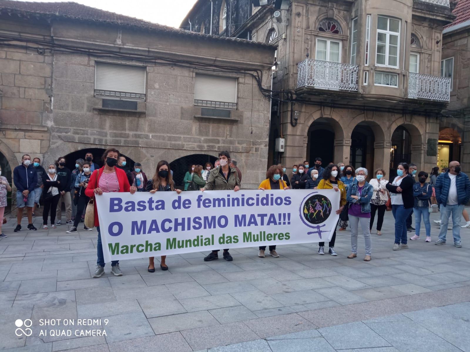 Concentración no Porriño polo asasinato machista da Coruña (Imaxe: @MMMGaliza)