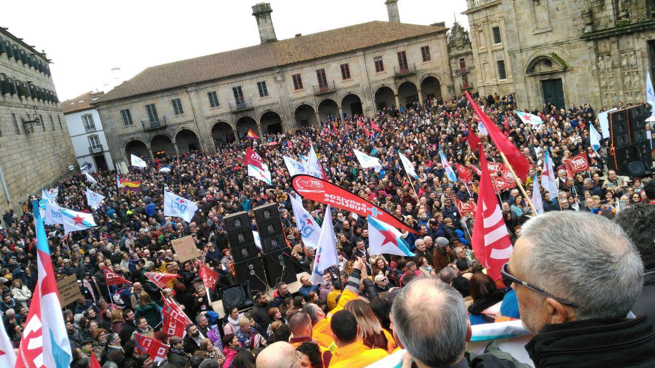 A praza da Quintana, ateigada na manifestación pola sanidade pública