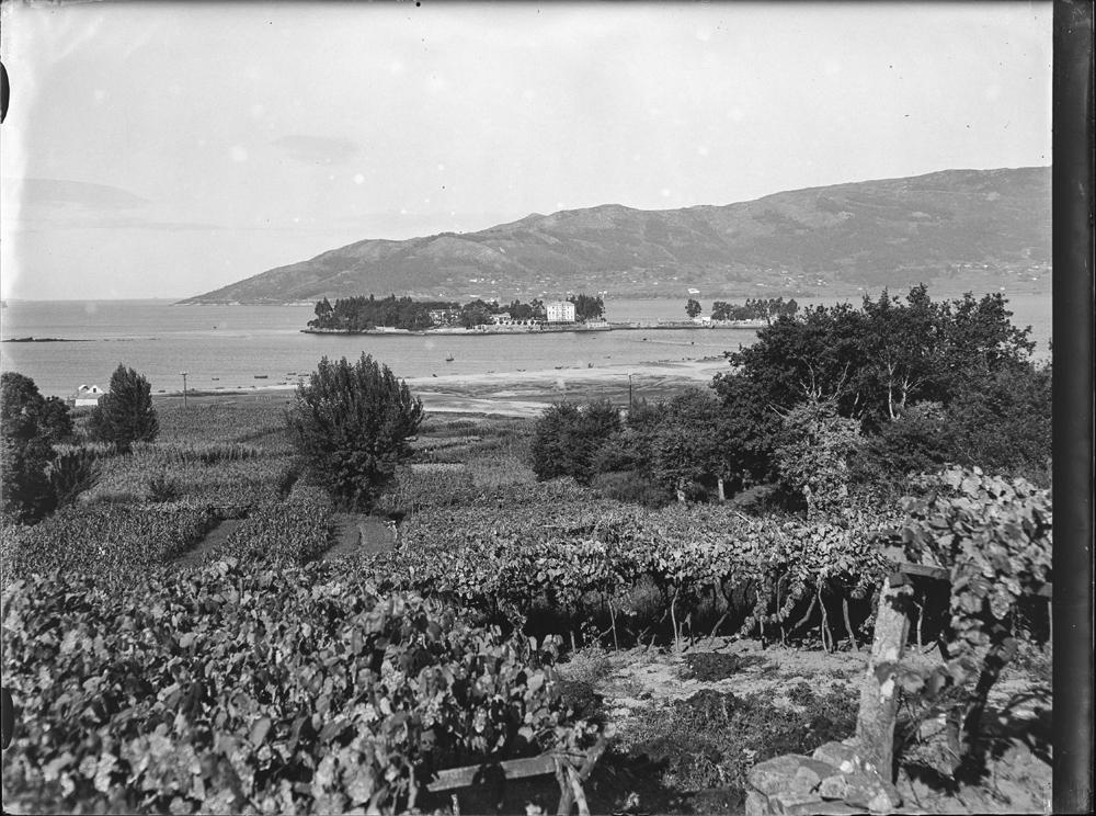Vista da Illa de San Simón dende a costa. Arquivo de Otto Wunderlich