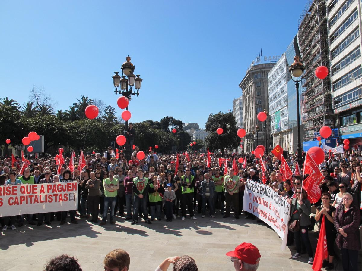 Peche da manifestación de CC.OO. e UGT na Coruña