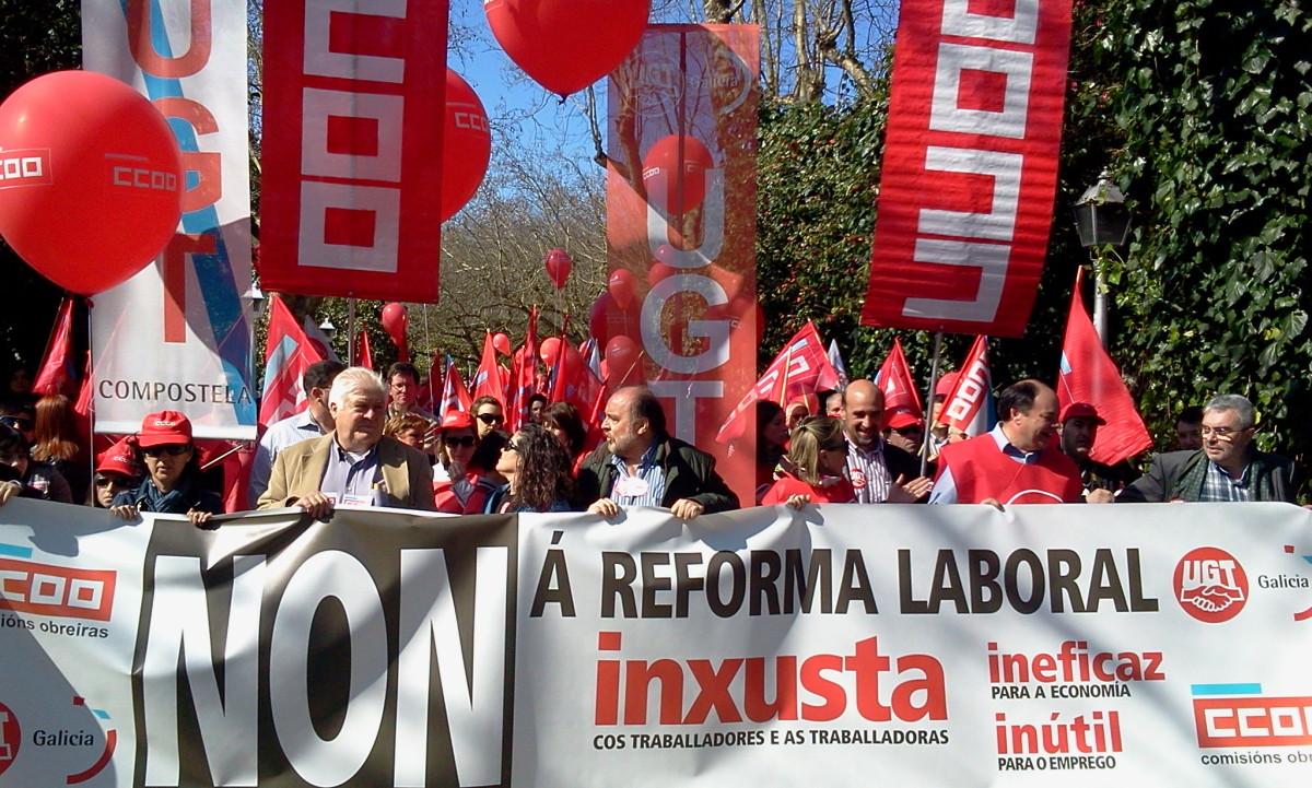 Cabeceira da manifestación de CC.OO. e UGT en Compostela