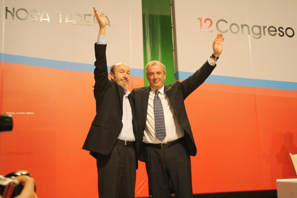 Rubalcaba e Vázquez saúdan os asistentes ao Congreso do PSdeG