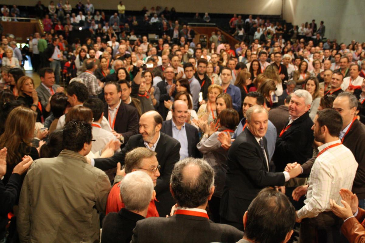 Rubalcaba, Vázquez e outros cargos socialistas chegan ao Congreso