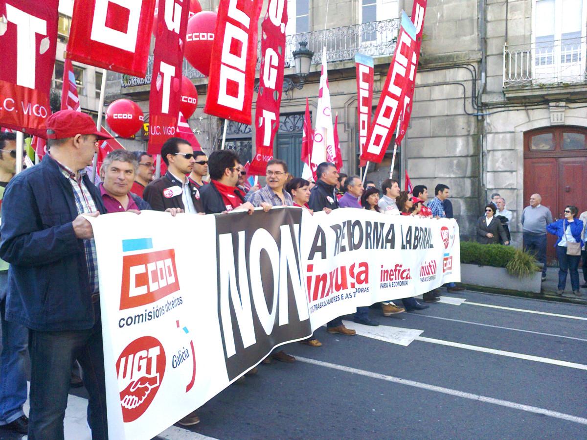 A manifestación de CC.OO. e UGT en Vigo