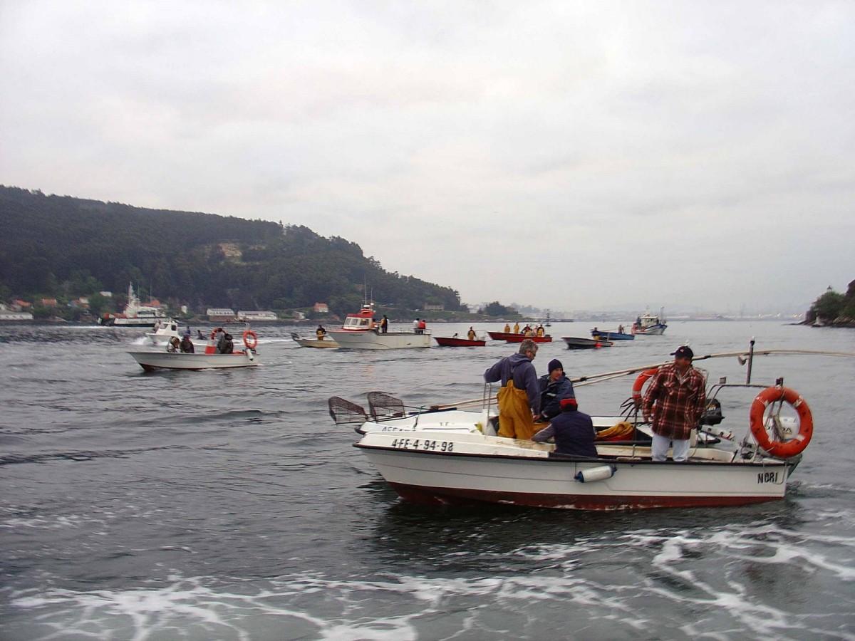 Os mariñeiros, fronte ao barco