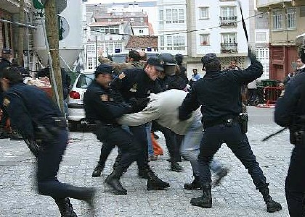 A policía empregou a violencia para impedir a protesta