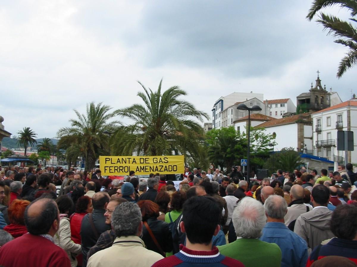 No peirao de Ferrol concentráronse centos de persoas ese 7 de maio