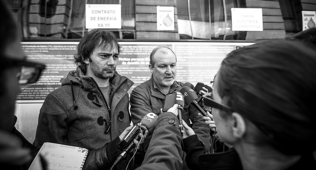 Traballadores de Alcoa explicando a súa protesta