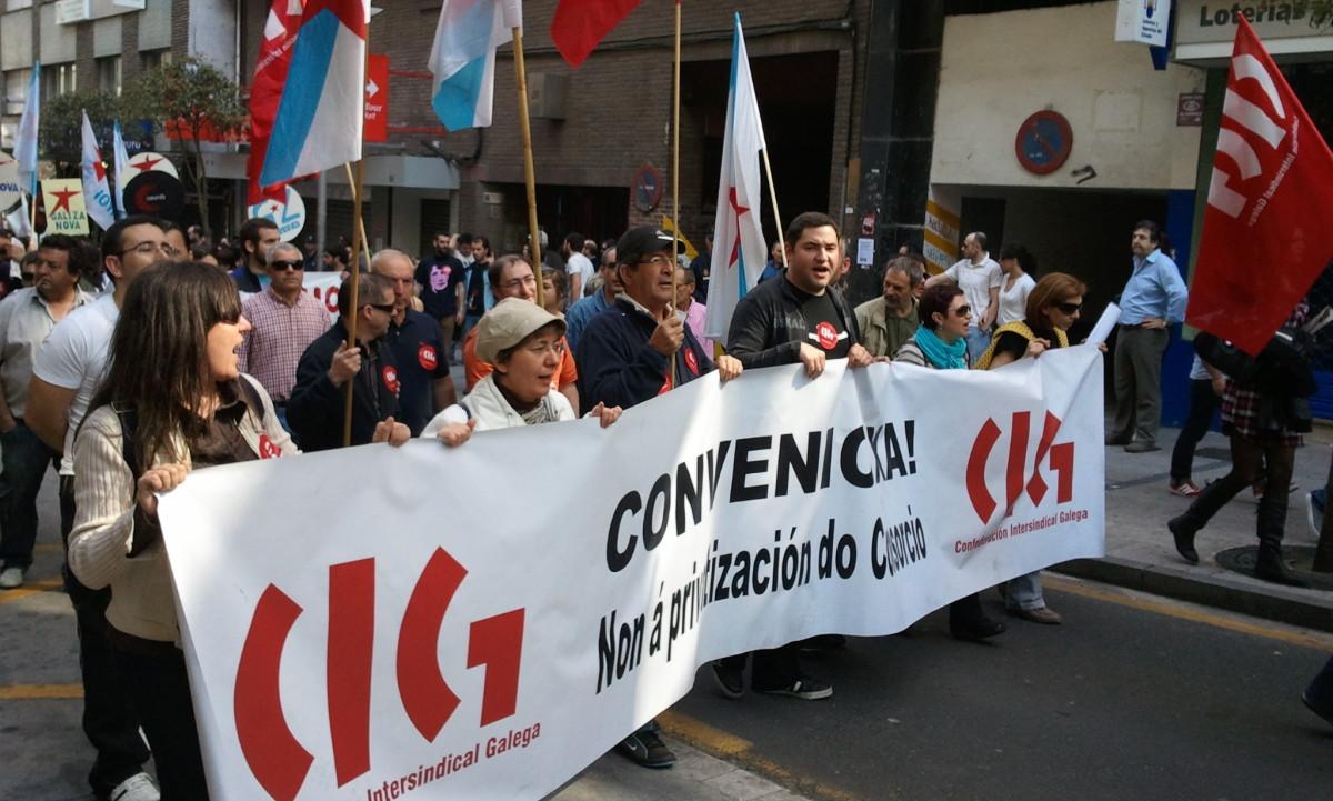 Persoal do Consorcio de Benestar, na marcha da CIG en Santiago