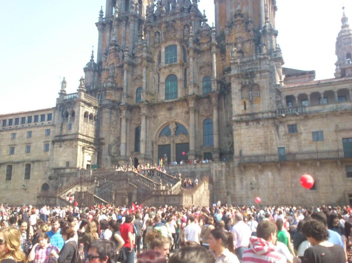 Os participantes nas manifestacións que se celebraron en Compostela desprazáronse ao Obradoiro no remate