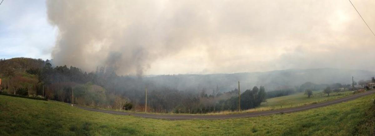 Vista do incendio nas Fragas do Eume
