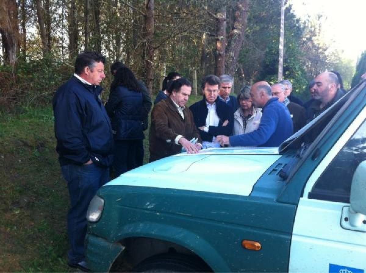 O presidente da Xunta recibe explicacións sobre o incendio