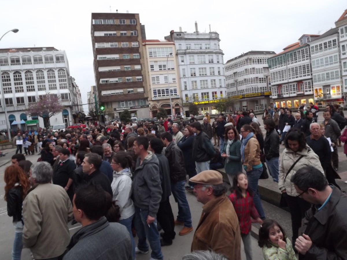 A concentración na Praza de Armas de Ferrol. Menos xente ca noutras cidades, seguramente porque moitos foron a Pontedeume