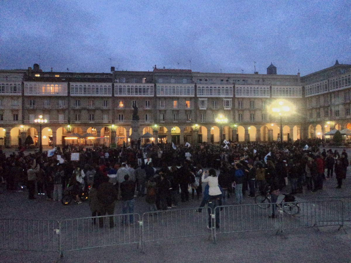 Na Coruña, a concentración converteuse en manifestación improvisada e dirixiuse cara a María Pita