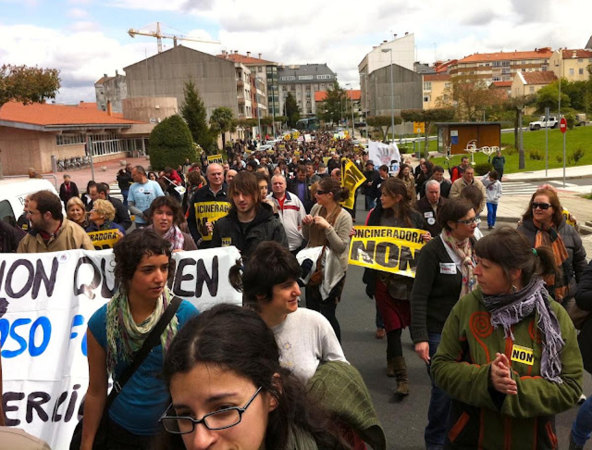 Un intre da protesta polas rúas de Lalín
