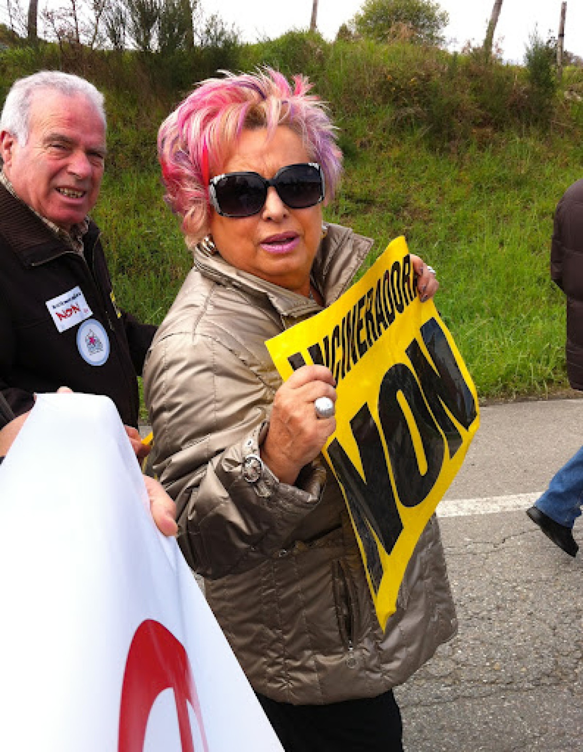 Unha manifestante contra a incineradora