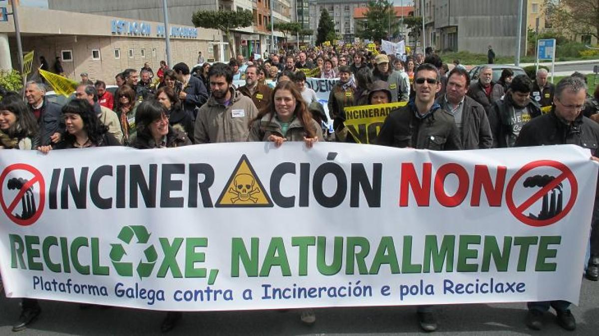 Pancarta da Plataforma Galega contra a Incineración