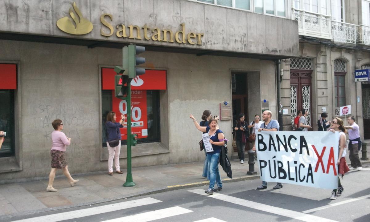 Peticións de banca pública ante a banca privada, en Santiago