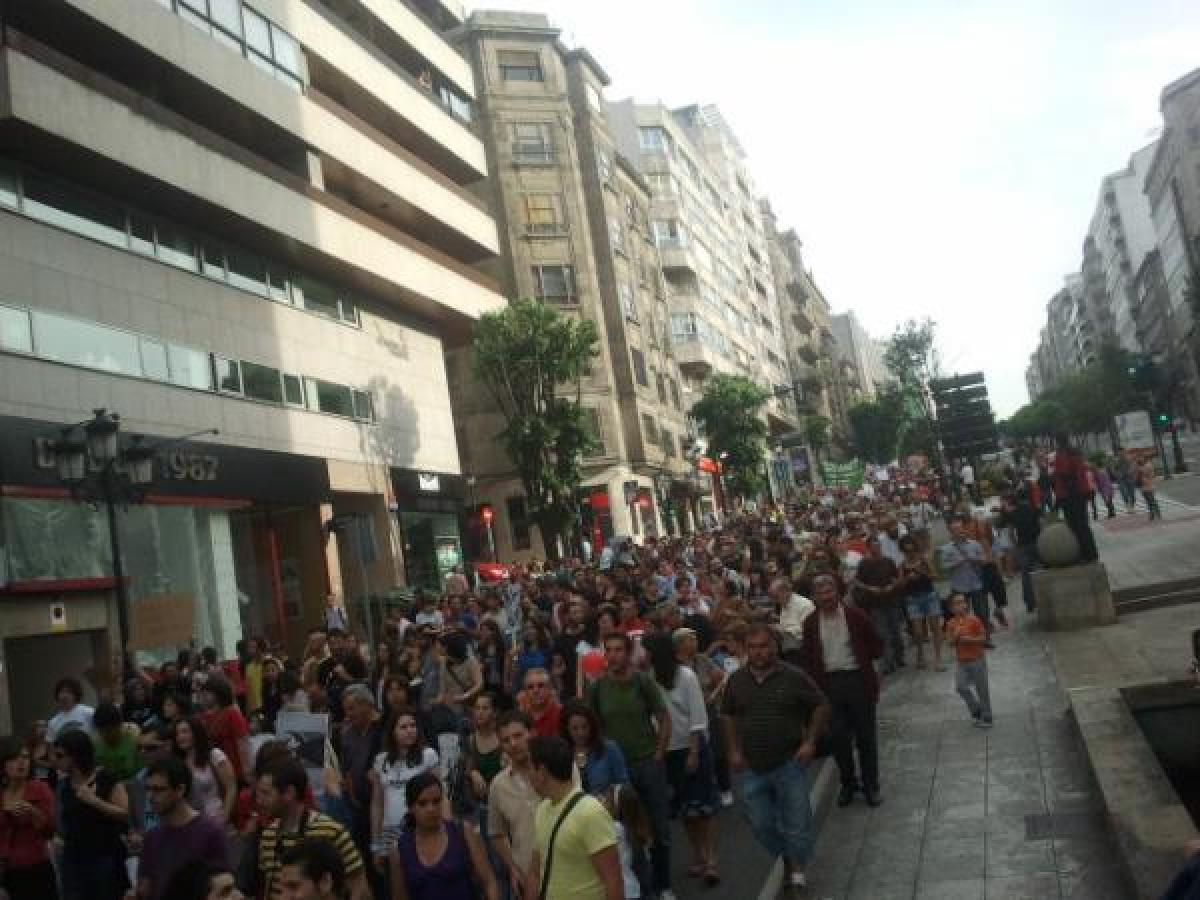 Milleiros de persoas no centro de Vigo