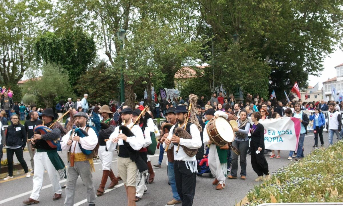 A marcha estivo encabezada por un grupo de gaitas