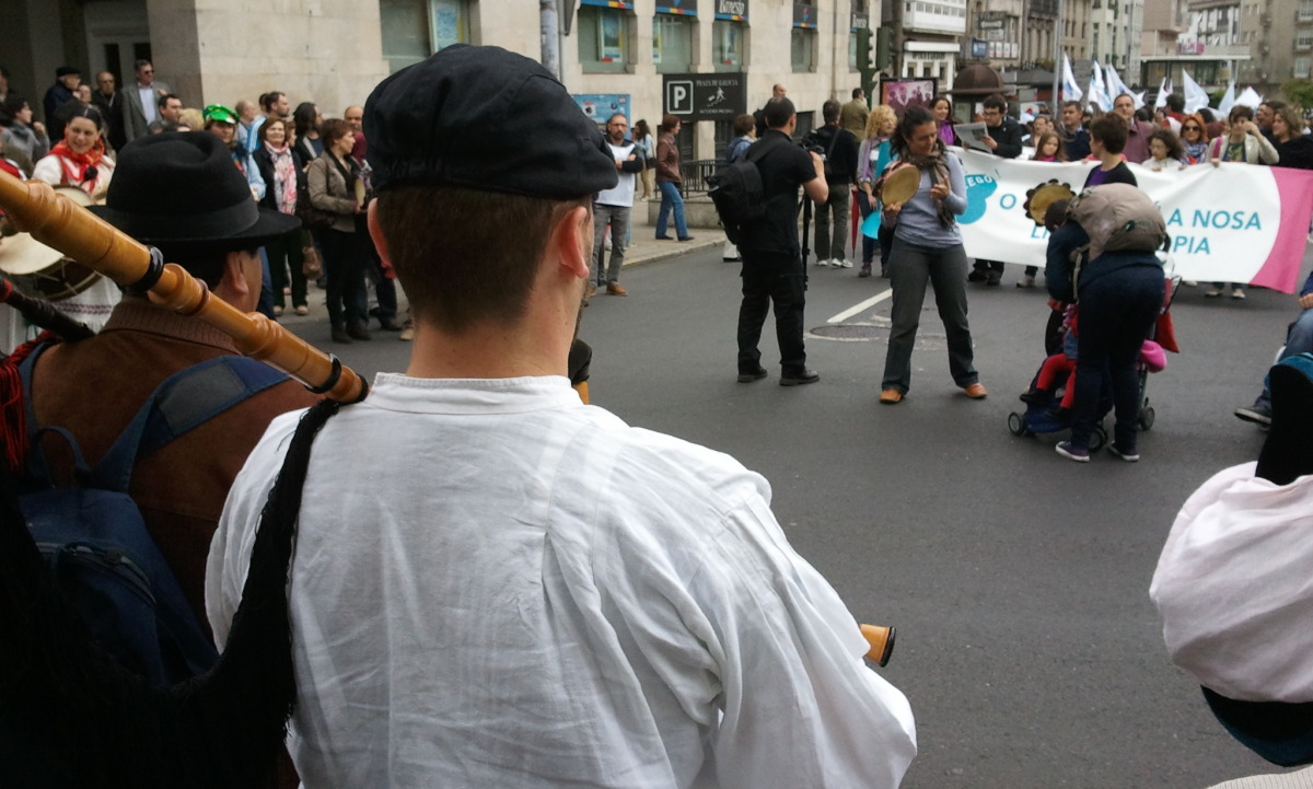 A manifestación estivo acompañada de música