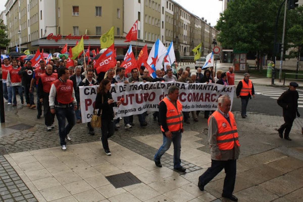 A cabeceira da manifestación, polas rúas de Ferrol