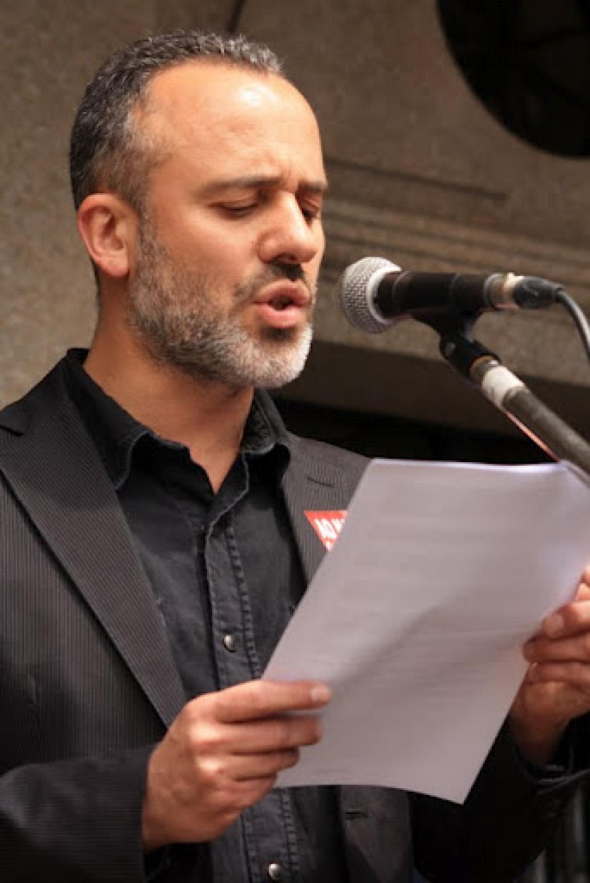 O actor Javier Gutiérrez le o manifesto