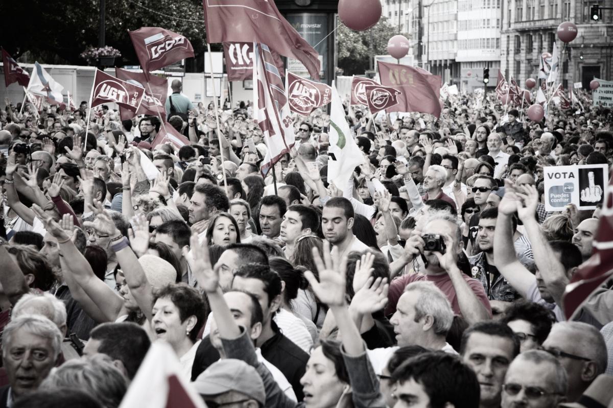 Mans arriba na Coruña