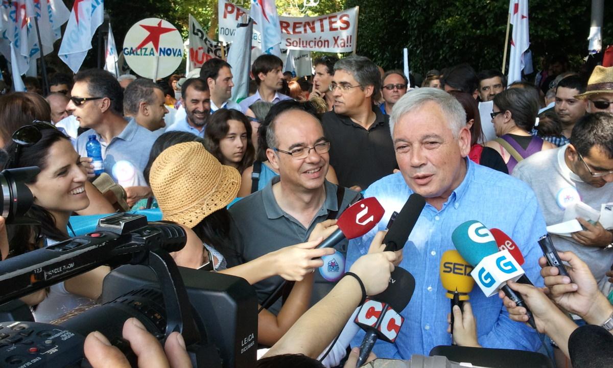 Jorquera e Vázquez atenden á prensa no inicio da marcha