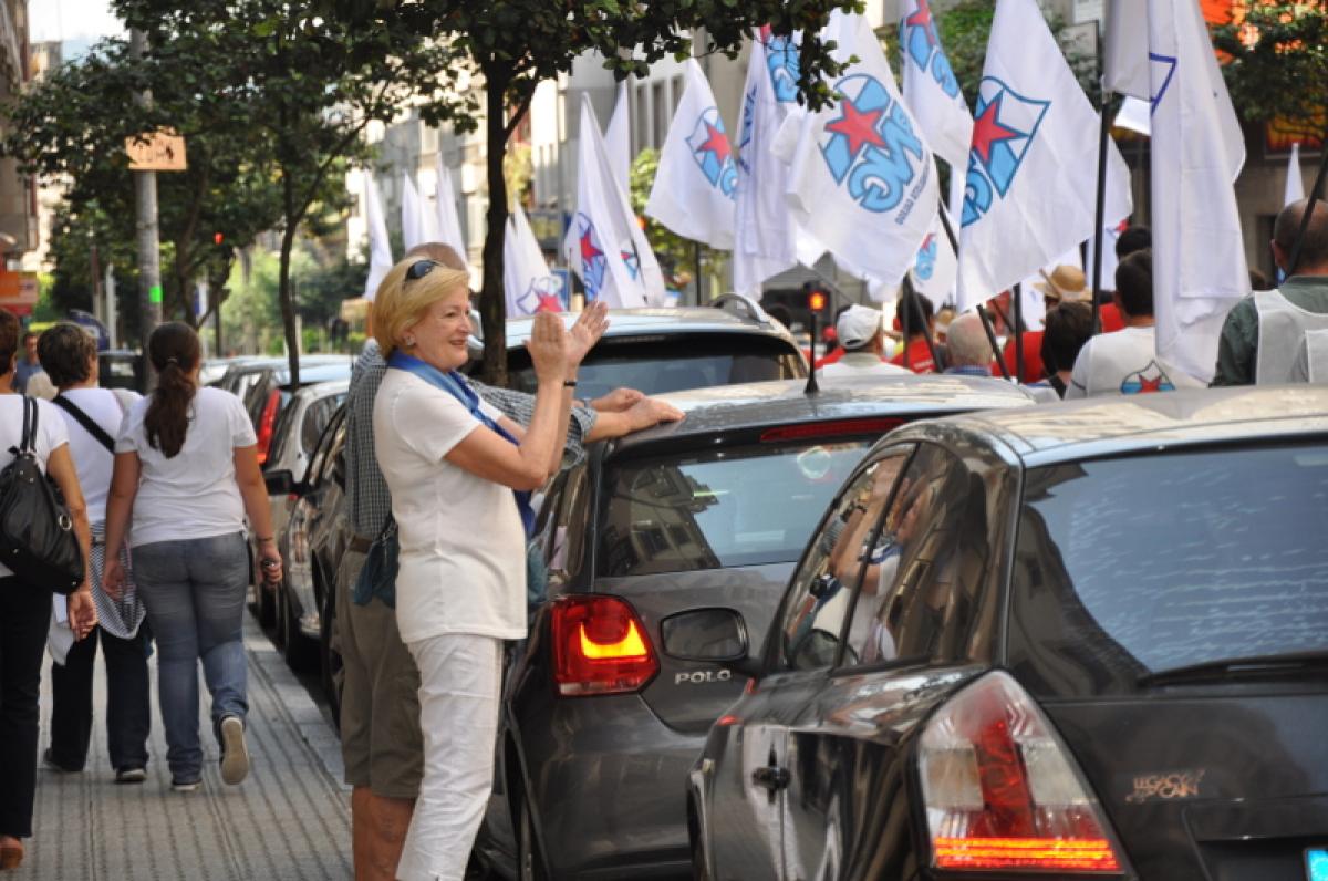 Aplausos ao paso da manifestación